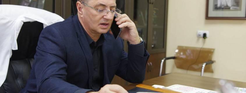 Доктор Мясников в кабинете