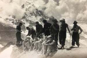Альпинисты. Твой дед сидит крайний справа. Пик Николаева