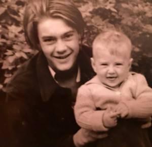 Мой дядя Олег (родной брат отца) со мной на руках