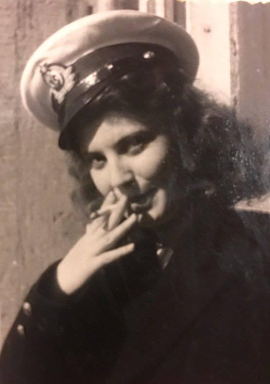 Бабушка Оля балуется – на самом деле она никогда не курила!