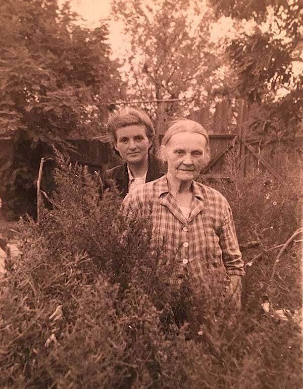 Твоя прапрабабка. Имя её утеряно. Была совершенно рыжая. Говорят, из немцев, которых Екатерина переселила в Малороссию и окрестила русскими именами.